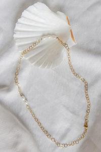 zarte Perlenkette