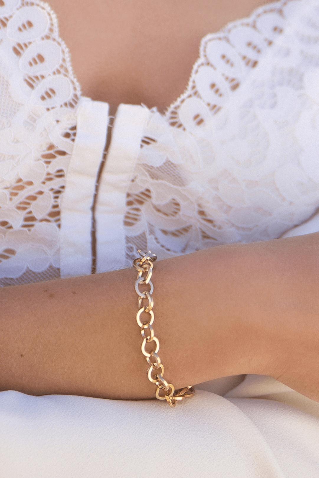 Armkettchen aus gold für den sommer